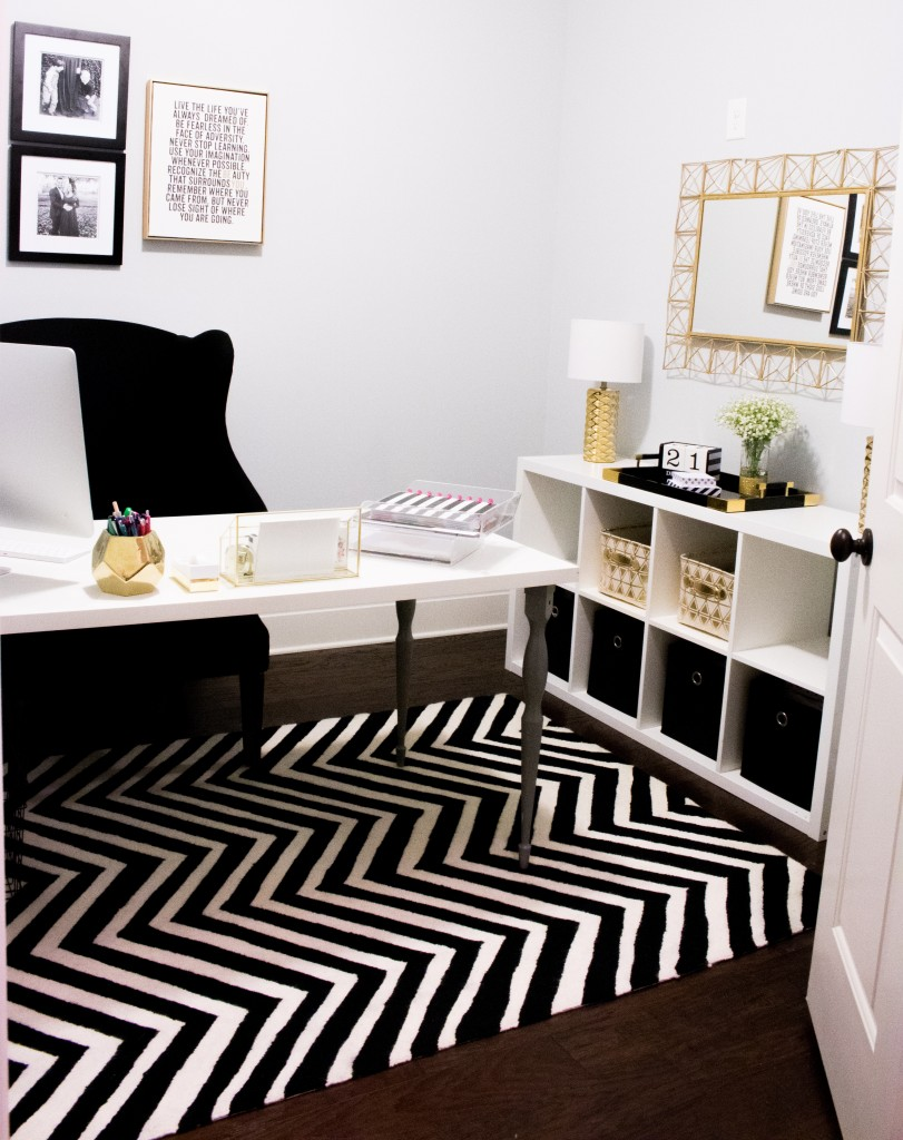 Home Office Tour | Southern Made Blog - Simple and sleek black, white, and gold home office reveal.  @safaviehrugs