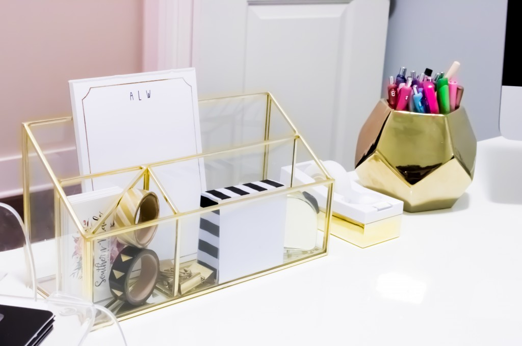 Home Office Tour | Southern Made Blog - Simple and sleek black, white, and gold home office reveal.  @safaviehrugs @hobbylobby @target @tiny.prints